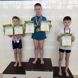 Участники соревнований получили значки «Я умею плавать»