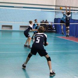 В турнире юношей блистает «Динамо», у девушек с побед стартовали «Сахалин», «Изумруд» и «Искра»