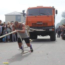 Шоу «Strong men», волейбол на матах и веселые автогонки