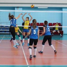 Женский чемпионат области по волейболу выиграла команда СахГУ
