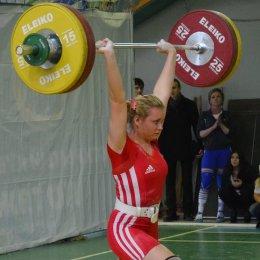 Яна Григорьева завоевала золотую медаль чемпионата России по тяжелой атлетике среди студентов