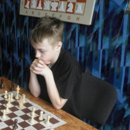 Иван Сумин, Кристина Шерстова и Алексей Романов стали победителями турнира по быстрым шахматам в Холмске