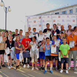 40 спортсменов вышли на старт традиционного легкоатлетического пробега в Углегорском городском округе