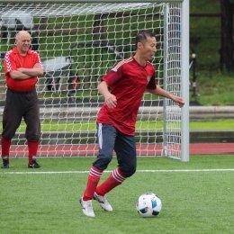 В футбольном турнире принимают участие пять команд ветеранов