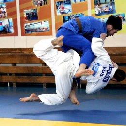 Островные дзюдоисты завоевали дюжину медалей юниорского первенства ДФО