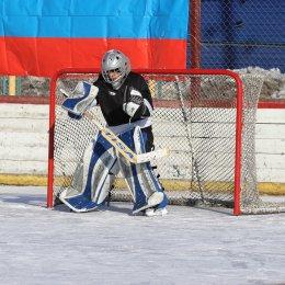 11 ледовых дружин принимают участие в финале областного турнира по хоккею с шайбой в Макарове