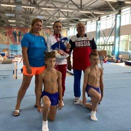Островные гимнасты тренируются в Ленинск-Кузнецком