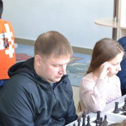 Алиса Маринина и Виктор Поляков стали победителями семейного турнира по шахматам