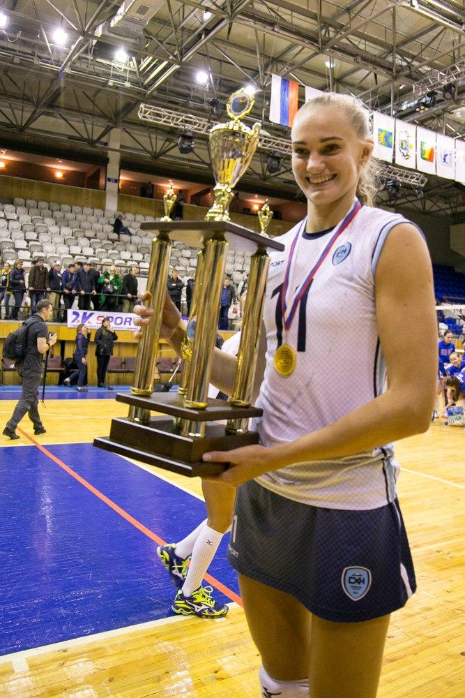 Марина Диброва (№ 11): «Вообще, я всегда играла под № 15. Но в «Сахалине» он уже был занял Юлией Григорьевой. Поэтому я предпочла № 11».