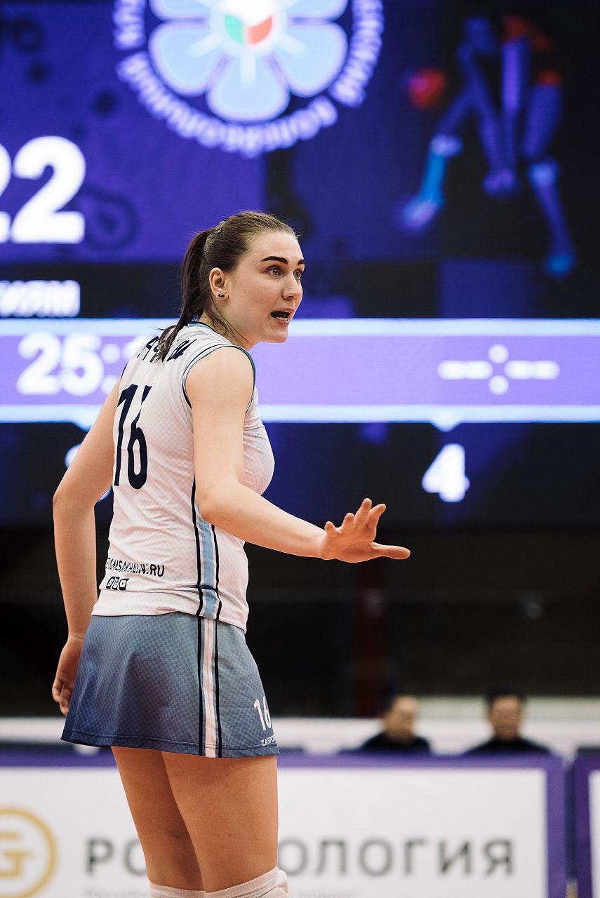 Римма Гончарова (№ 16): «Под 16 номером я выступала за молодежную сборную команду России, где он мне попал по распределению. После этого я стала играть под ним и в клубном чемпионате».